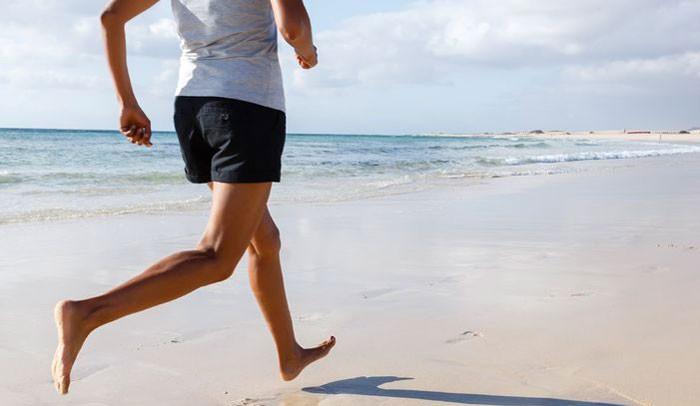 barefoot running image